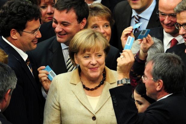 angela-merkel deutscher-bundestag eurokrise parteipolitik diskussionskultur