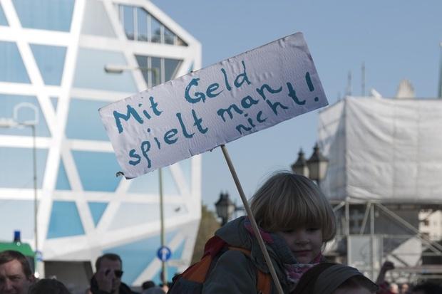finanzkrise deutsche-bank europa protest griechenland