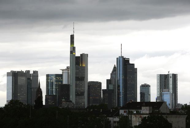 angela-merkel deutsche-bank rechtsstaat verstaatlichung staatsverschuldung geld