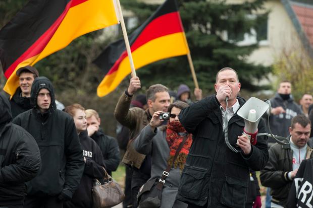 rassismus fluechtlinge politisches-asyl demonstration